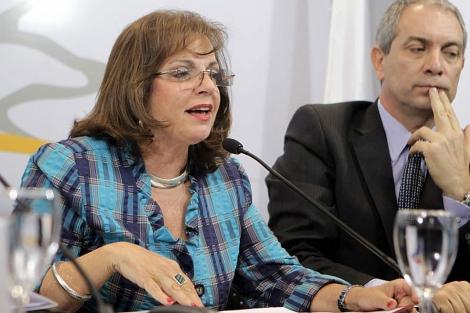 La ministra de Seguridad Pública de Argentina, Nilda Garré (i).   Efe