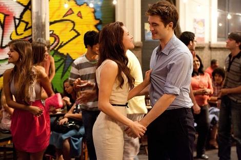 Kristen Stewart y Robet Pattinson durante una escena de la película 'Breaking Dawn'. | Efe
