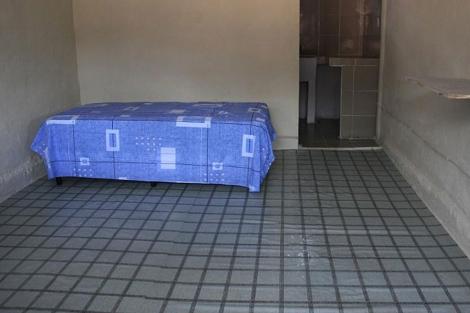 Celda en el centro penitenciario El Renacer donde será encarcelado Noriega. | AFP