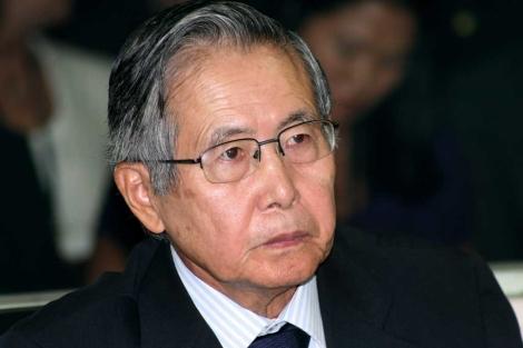 Fujimori durante uno de sus juicios en abril de 2009. | AFP