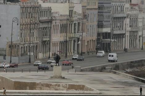 Edificios de apartamentos en el Malecón de La Habana. | AP