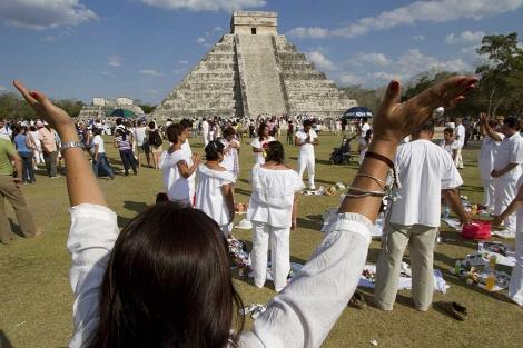 Indígenas mayas realizan una ceremonia en Quintana Roo.   Efe