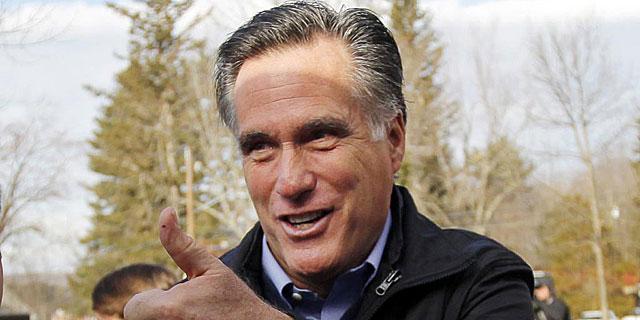 Mitt Romney sonríe durante un acto de campaña en New Hampshire.   Reuters