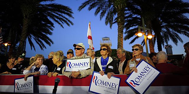 Seguidores de Mitt Romney, durante un acto en The Villages, Florida.   Afp