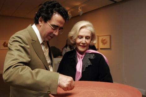 Lacroze de Fortabat, con Santiago Calatrava, en una exposición en Nueva York en 2005.   Efe