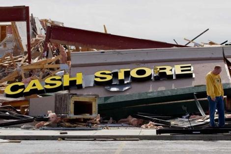 Un comercio destrozado por la tormenta.| Afp