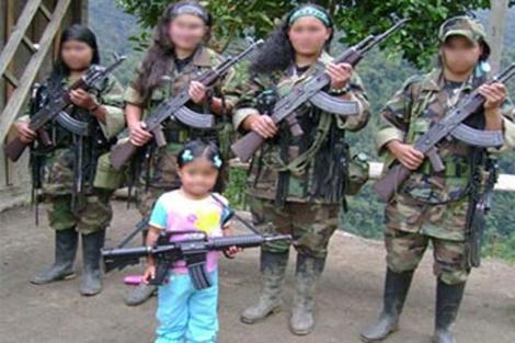 Imagen de archivo de niñas guerrilleras.
