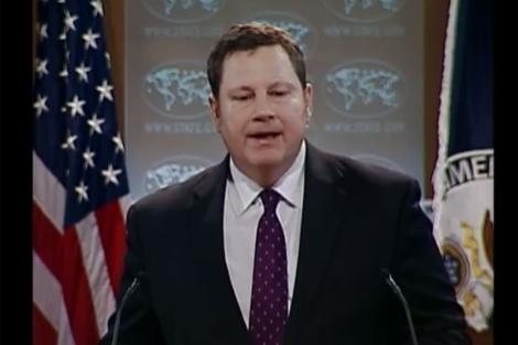 Imagen del portavoz del Departamento de Estado que ha dado la rueda de prensa en español.