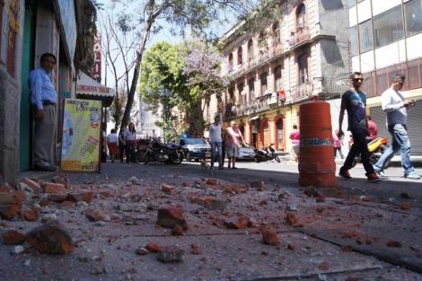 Desperfectos en algunos edificios de la capital.  Afp