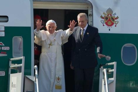 El Papa Benedicto XVI, a su llegada a México.   Afp