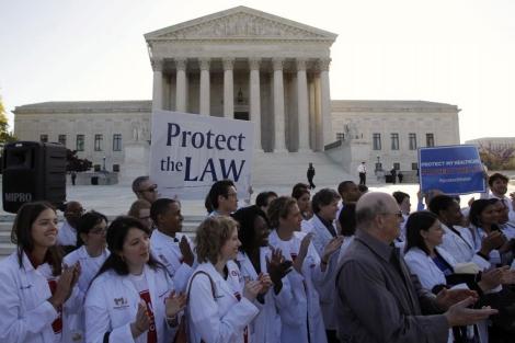 Estudiantes de medicina se han manifestado a favor de la reforma.| Reuters