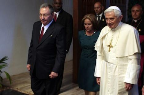 Raúl Castro y el papa Benedicto XVI en el Palacio de la Revolución.   Cubadebate
