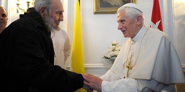 Imagen del encuentro entre Fidel y el Papa. | Reuters