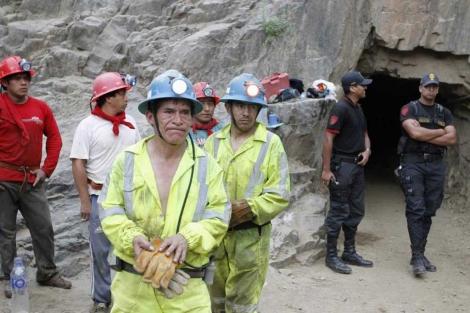 Parte del equipo de rescate.| Reuters