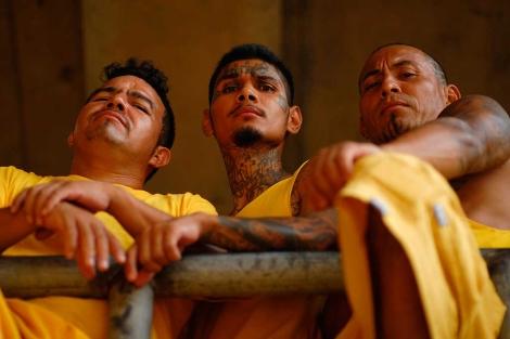 Miembros de la Mara 18, en la prisión de Izalco. | Reuters