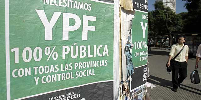 Carteles donde se pide la estatización de YPF. | Efe