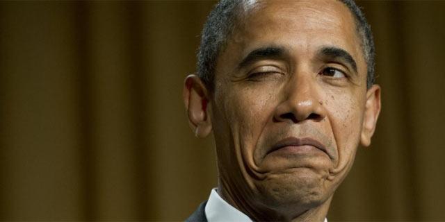 Obama bromea durante la cena con corresponsales en la Casa Blanca. | Afp