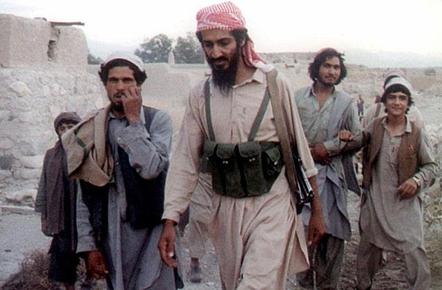 Osama bin Laden, con sus seguidores en 1989. | Vea más imágenes