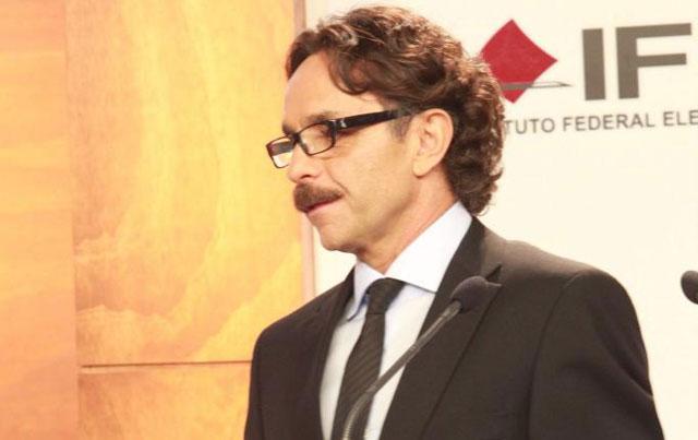 El candidato Gabriel Quadri durante el primer debate.| Efe