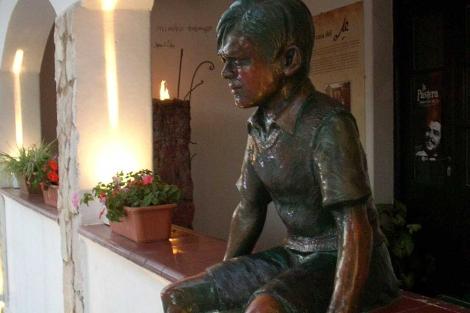 Estatua de 'Ernestito' en el Museo de Córdoba, Argentina. | Inprotur