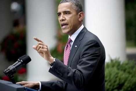 Barack Obama explica la medida en los jardínes de la Casa Blanca.| Afp