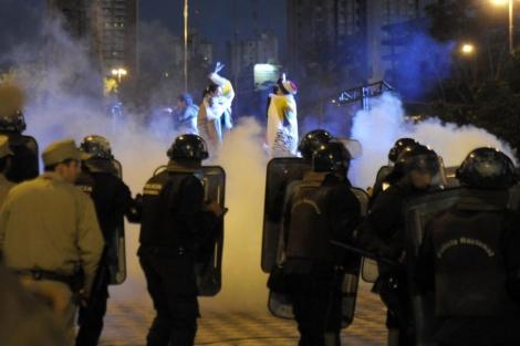 Graves disturbios tras conocerse la sentencia.  Afp