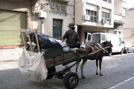 Carro de caballos en Montevideo. | D. C.