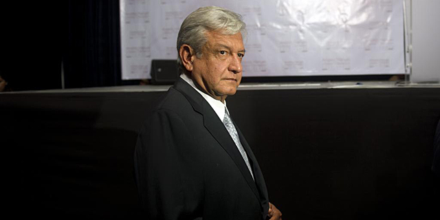 López Obrador, antes de la rueda de prensa. | Afp