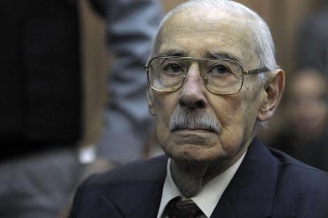 Jorge Videla escucha la sentencia.| Afp