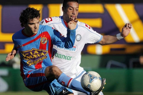 Un reciente partido entre el Arsenal y el Belgrano.| Efe
