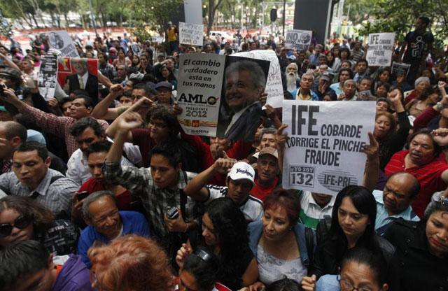 Simpatizantes de López Obrador en la calle.| Reuters