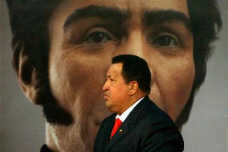 Hugo Chávez, ante un retrato de Simón Bolívar. | Efe