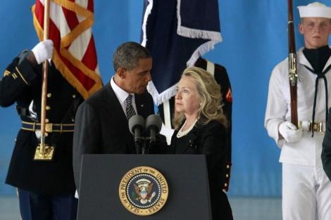 Obama y Clinton durante el homenaje.| Reuters
