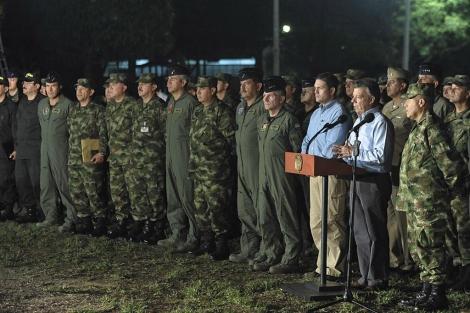José Manuel Santos, tras un encuentro con altos cargos militares. | Efe