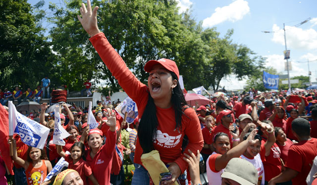 Seguidores de Chávez en un acto de la campaña electora en la calle. | Afp