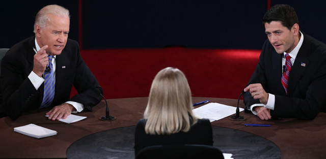 Joe Biden y Paul Ryan durante el debate. | Afp