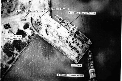 Barcos soviéticos retiran los misiles de la base naval de Mariel, en Cuba. | Archivo