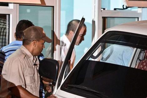 Ángel Carromero abandona el tribunal provincial de Bayamo (Cuba), el 5 de octubre. | Efe