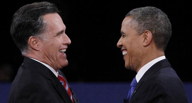 Romney y Obama tras finalizar el cara a cara.| Afp