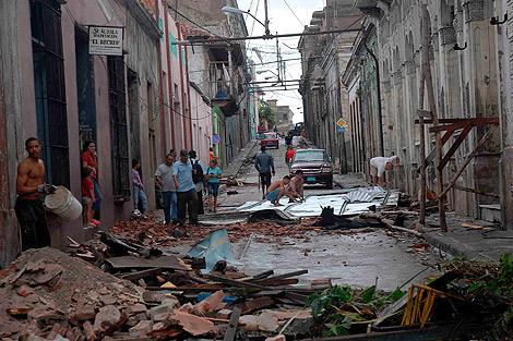 Destrozos ocasionados por el paso del huracán en Santiago de Cuba. | Efe