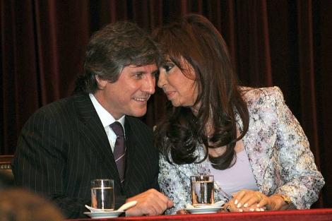 Cristina Kirchner y su vicepresidente, en una reunión en el Banco Nacional.   Afp
