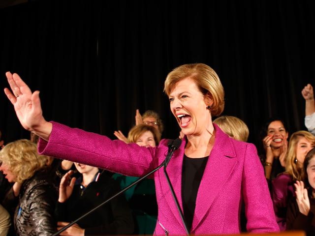 Tammy Baldwin celebra su victoria ante sus seguidores en Madison (Wisconsin):   Afp