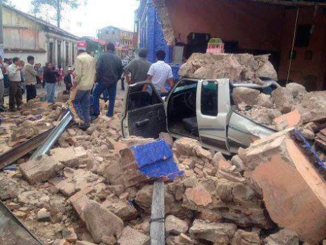 Daños provocados por el terremoto en una calle de San Marcos. | Efe