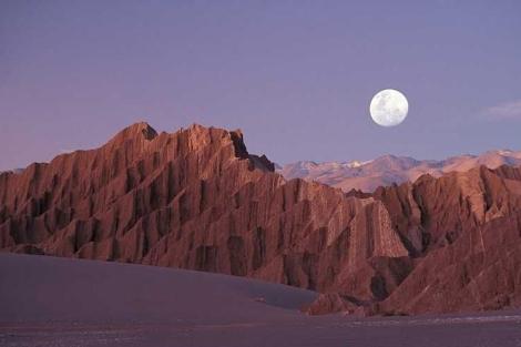 El Valle de la Luna en el desierto de Atacama.   Turismo Chile