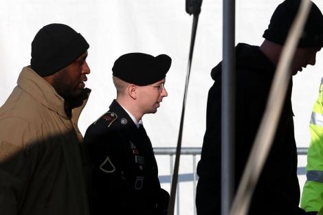 El soldado Bradley Manning llega a las escuchas previas al juicio.| Afp
