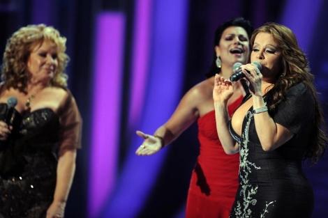 La cantante Jenni Rivera en una de sus actuaciones.   Afp