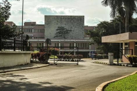 Vista del hospital de La Habana en el que Chávez estaría siendo operado. | Afp