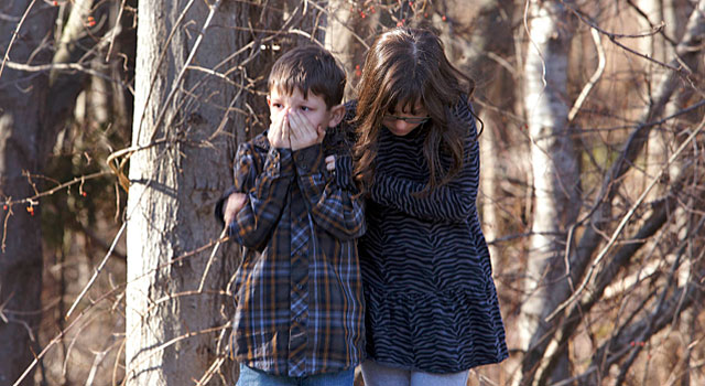 Dos niños que contemplaron el suceso.| Reuters. VEA MÁS IMÁGENES