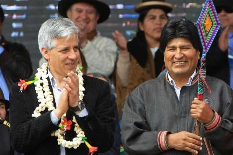 El vicepresidente García Linera y el presidente de Bolivia, Evo Morales.  Efe