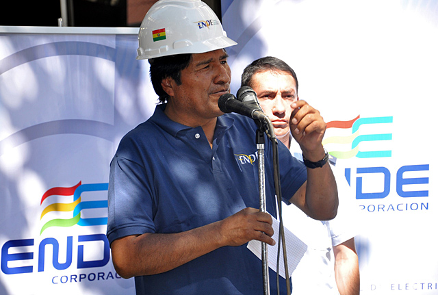 Evo Morales antes de nacionalizar la compañía Transportadora de Electricidad.| Afp